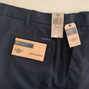 Dockers Pants - NWT Dockers D3 Signature Fit Flat Front Khaki Pant